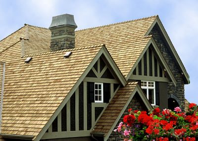 brochure roof image of Wolf Creek Cedar's wood cedar roof work