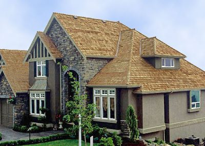 cliff roof image of Wolf Creek Cedar's wood cedar roof work