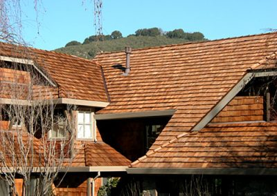 layered roof image of Wolf Creek Cedar's wood cedar roof work