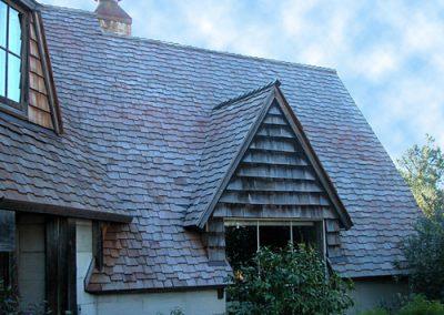 long roof image of Wolf Creek Cedar's wood cedar roof work